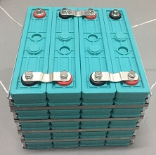 12V 200Ah (Size A) or (Size B) <br> EV Lithium LiFePO4 <br> Prismatic Cell Battery Pack <br> Two sizes: <br> A - 5.6L * 8.8W * 19.1H in (142 * 228 * 485 mm) <br> 48 Lbs. / 22 Kg <br> B - 11.4L * 10.4W * 9.3H in (290 * 264 * 238 mm) <br> 57 Lbs. / 26 Kg
